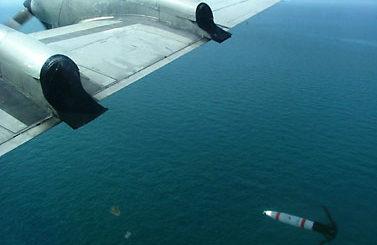 Mina MK-62 zrzucona przez samolot P 3C Orion. / Zdjęcie: www.navy.mil