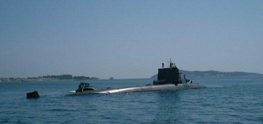 Francuski okręt podwodny z napędem atomowym Perle w porcie w Tulonie (maj 2000 r.) / Zdjęcie: www.netmarine.net