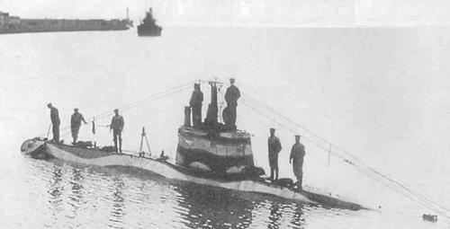 Niemiecki mały okręt podwodny UB 7 przerzuconyu na Morze Czarne z baz austro-węgierskich na Adriatyku fot. zbiory Władymir Zabłockij