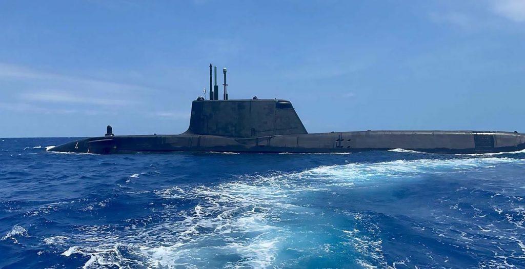 HMS Audacious na błękitnych morzach Karaibów. / Zdjęcie: Royal Navy